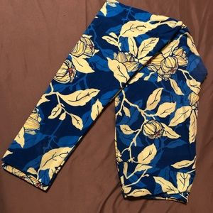 LuLaRoe tall & Curvy leggings blue floral